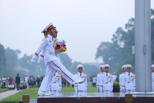 Xúc động lễ treo cờ rủ Quốc tang nguyên Tổng Bí thư Đỗ Mười - Ảnh 14.