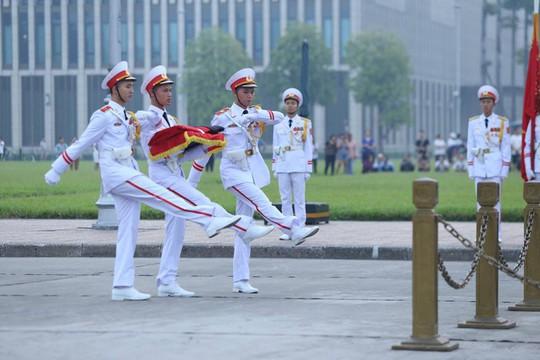 Xúc động lễ treo cờ rủ Quốc tang nguyên Tổng Bí thư Đỗ Mười - Ảnh 13.