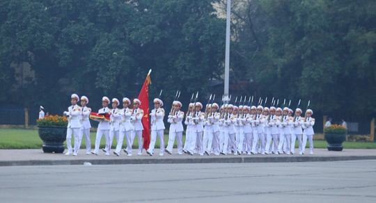 Xúc động lễ treo cờ rủ Quốc tang nguyên Tổng Bí thư Đỗ Mười - Ảnh 3.