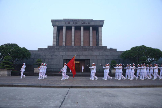 Xúc động lễ treo cờ rủ Quốc tang nguyên Tổng Bí thư Đỗ Mười - Ảnh 4.