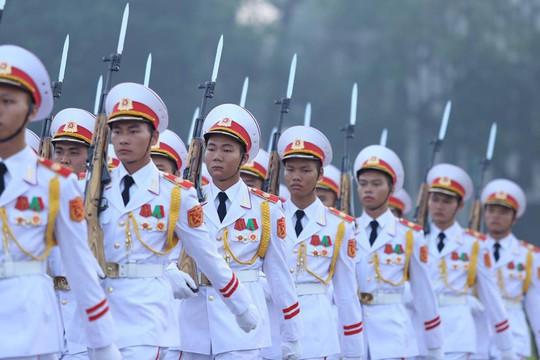 Xúc động lễ treo cờ rủ Quốc tang nguyên Tổng Bí thư Đỗ Mười - Ảnh 8.