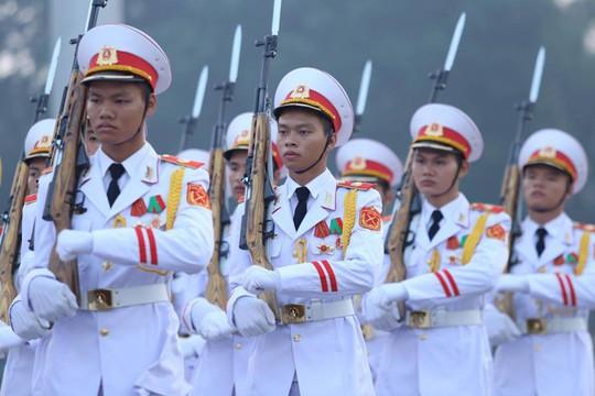 Xúc động lễ treo cờ rủ Quốc tang nguyên Tổng Bí thư Đỗ Mười - Ảnh 9.