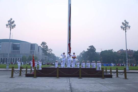 Xúc động lễ treo cờ rủ Quốc tang nguyên Tổng Bí thư Đỗ Mười - Ảnh 17.