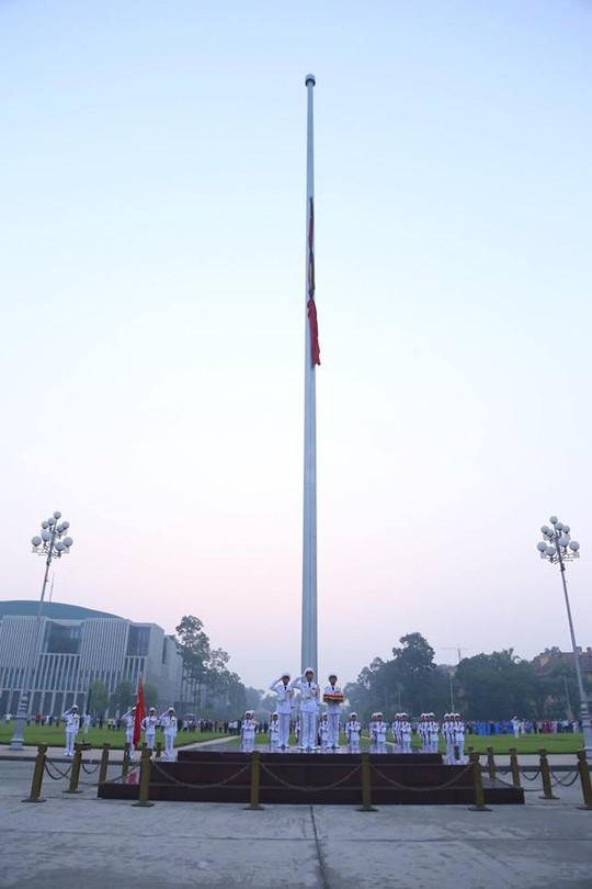 Xúc động lễ treo cờ rủ Quốc tang nguyên Tổng Bí thư Đỗ Mười - Ảnh 18.