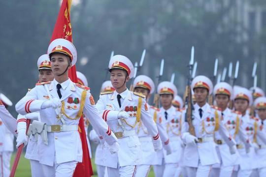 Xúc động lễ treo cờ rủ Quốc tang nguyên Tổng Bí thư Đỗ Mười - Ảnh 7.