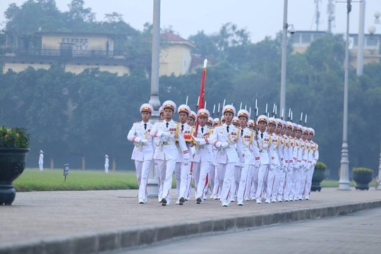 Xúc động lễ treo cờ rủ Quốc tang nguyên Tổng Bí thư Đỗ Mười - Ảnh 6.