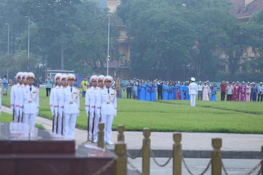 Xúc động lễ treo cờ rủ Quốc tang nguyên Tổng Bí thư Đỗ Mười - Ảnh 21.
