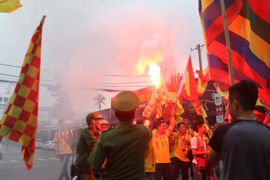 CĐV Nam Định làm nóng trận chung kết ngược tại Cần Thơ - Ảnh 8.