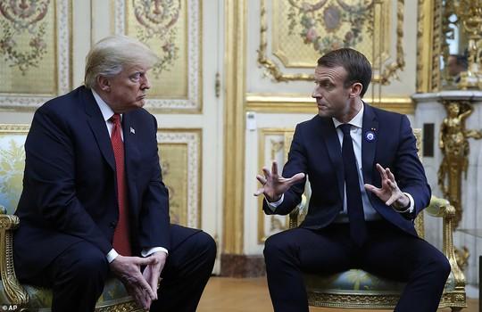 Giải mã phản ứng của ông Trump khi ông Macron vỗ đầu gối - Ảnh 5.