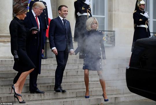 Giải mã phản ứng của ông Trump khi ông Macron vỗ đầu gối - Ảnh 14.