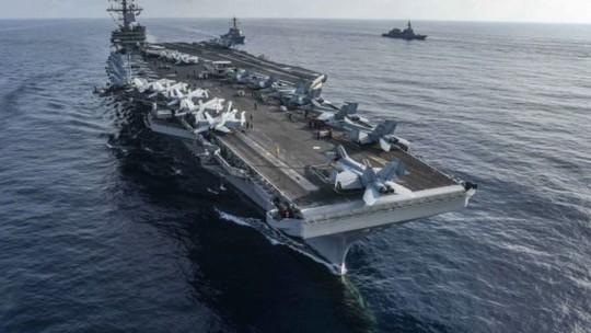 Chiến đấu cơ Mỹ rơi gần Okinawa, phi công được tàu sân bay giải cứu - Ảnh 1.
