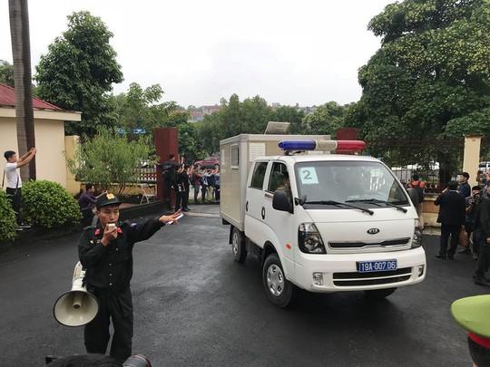 Ông Phan Văn Vĩnh đề nghị không đăng bản án lên cổng thông tin - Ảnh 3.