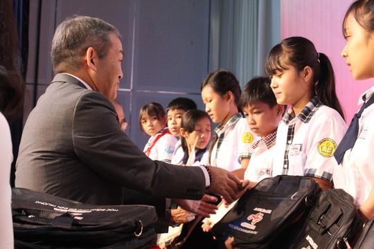 Tiếp sức giấc mơ đến trường cho học sinh tỉnh Đồng Nai - Ảnh 2.