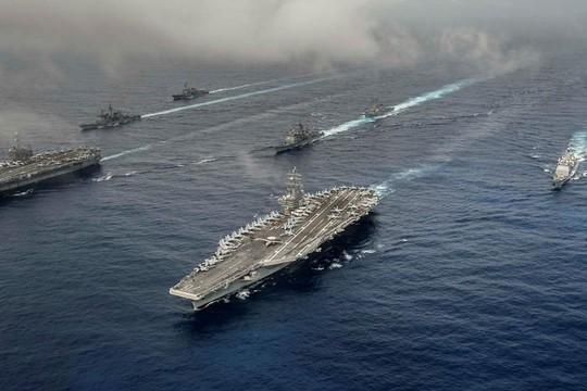 Hai tàu sân bay Mỹ phô diễn sức mạnh ở vùng biển Philippines - Ảnh 1.