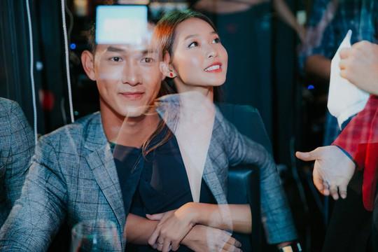 Cặp đôi Hậu duệ mặt trời phiên bản Việt tình tứ ngoài đời - Ảnh 1.