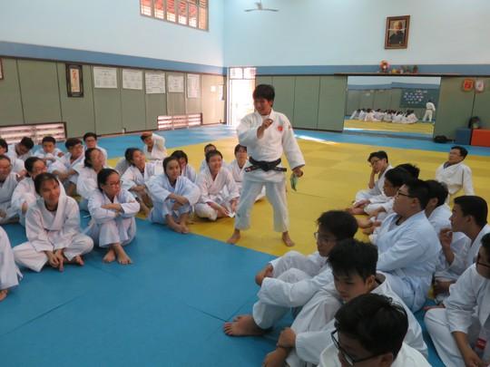 Cô gái vàng judo Cao Ngọc Phương Trinh tỏa sáng ở học đường - Ảnh 1.