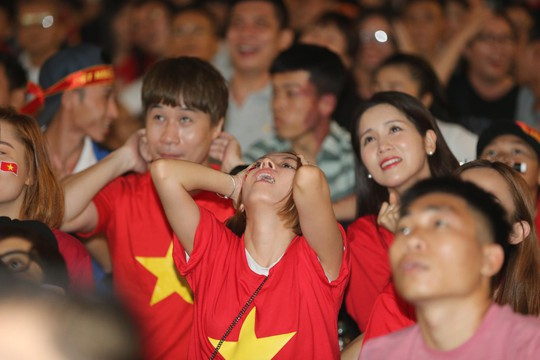 Clip: Hòa tiếc nuối Malaysia 2-2, Việt Nam hẹn bùng nổ lượt về - Ảnh 3.