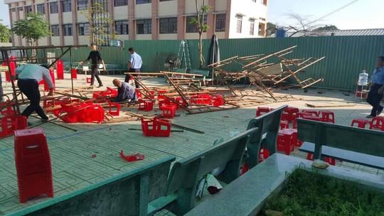 TP HCM: Sập giàn giáo ở trường, 15 học sinh nhập viện - Ảnh 2.