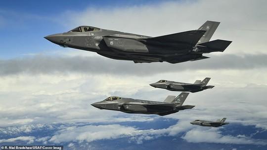 """Mỹ khoe cảnh 35 chiếc F-35 """"Tia chớp"""" xuất kích liên tiếp trong 11 phút - Ảnh 3."""