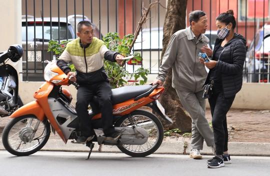 Vé chợ đen cao ngất ngưởng trước trận Việt Nam - Campuchia - Ảnh 3.