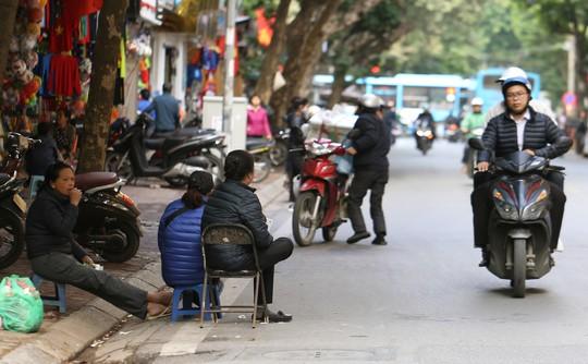 Vé chợ đen cao ngất ngưởng trước trận Việt Nam - Campuchia - Ảnh 6.