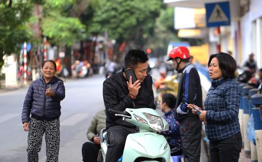 Vé chợ đen cao ngất ngưởng trước trận Việt Nam - Campuchia - Ảnh 7.