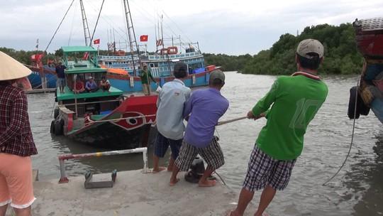 Dân biển Cần Giờ hốt cú chót trước khi tránh bão số 9 - Ảnh 5.
