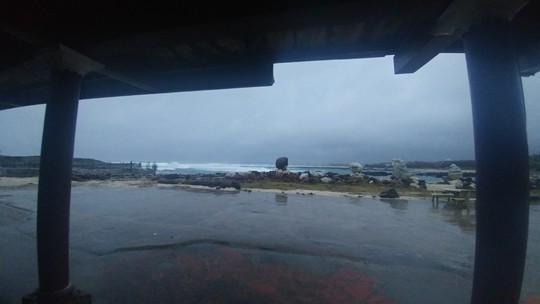 Phú Quý thắt tim trước bão số 9 - Ảnh 2.