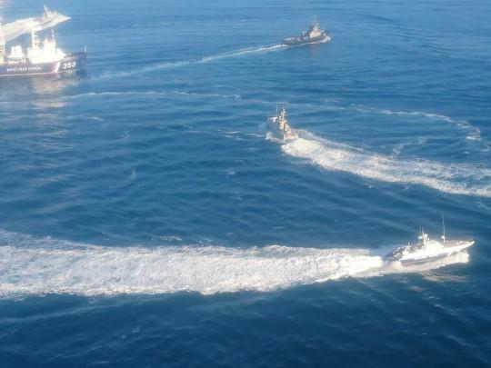 Nga bắt 3 tàu Ukraine gần bán đảo Crimea - Ảnh 2.