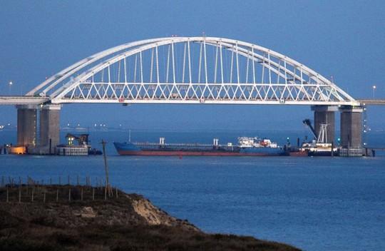 Nga bắt 3 tàu Ukraine gần bán đảo Crimea - Ảnh 3.