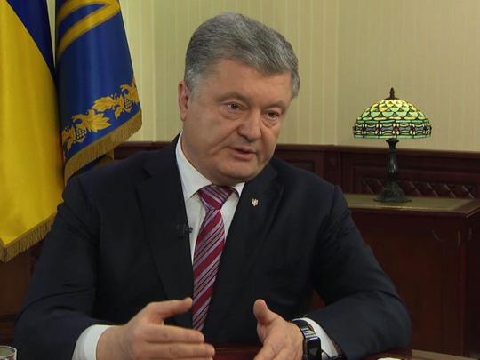 Tổng thống Ukraine tung bằng chứng xe tăng Nga rầm rộ tới biên giới - Ảnh 1.