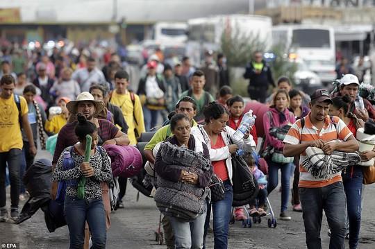 """Đoàn di dân tiến đến """"tuyến đường tử thần"""" ở Mexico - Ảnh 3."""