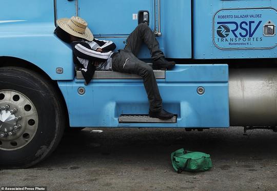 """Đoàn di dân tiến đến """"tuyến đường tử thần"""" ở Mexico - Ảnh 7."""