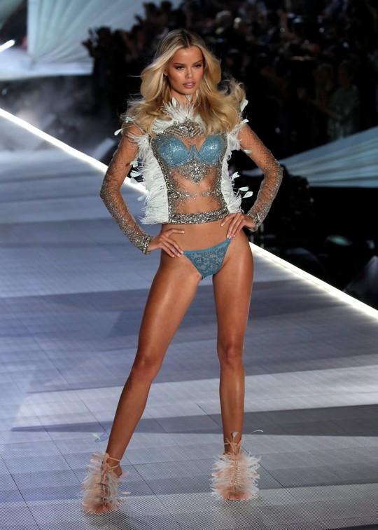 Đụng đến vấn đề nhạy cảm, giám đốc điều hành hãng nội y Victoria's Secret từ chức - Ảnh 4.