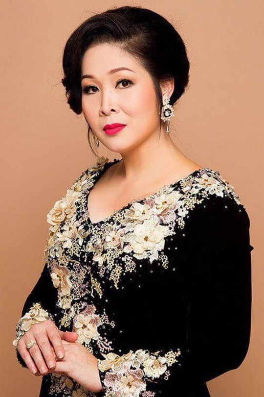 Sân khấu thiếu kịch bản hay, bà bầu Hồng Vân bức xúc - Ảnh 2.