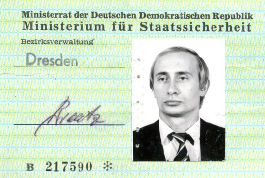 Tìm thấy thẻ điệp viên Stasi của Tổng thống Putin tại Đức - Ảnh 1.