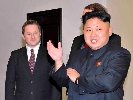 """Vì sao Trung Quốc bắt """"bạn thân"""" của ông Kim Jong-un? - Ảnh 1."""
