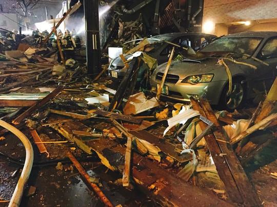 Hàng chục người đang dùng bữa, nhà hàng nổ tan tành - Ảnh 3.