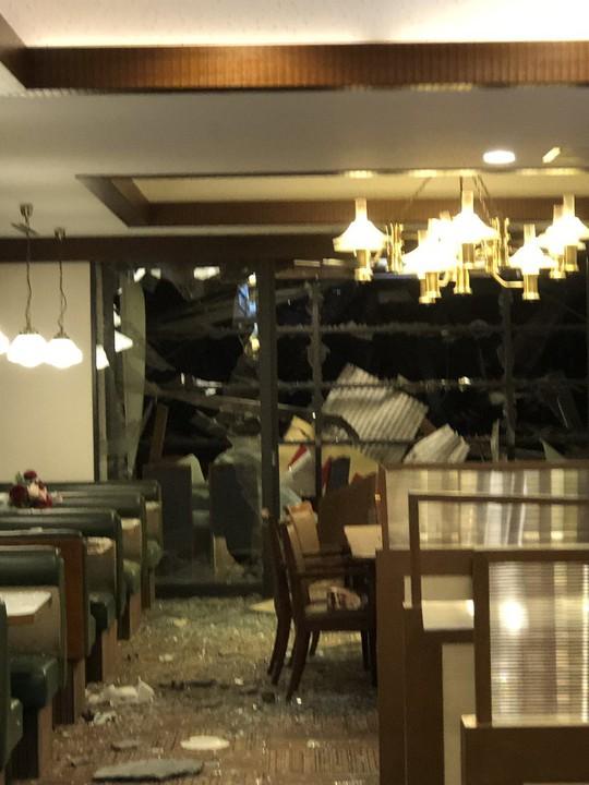 Hàng chục người đang dùng bữa, nhà hàng nổ tan tành - Ảnh 8.