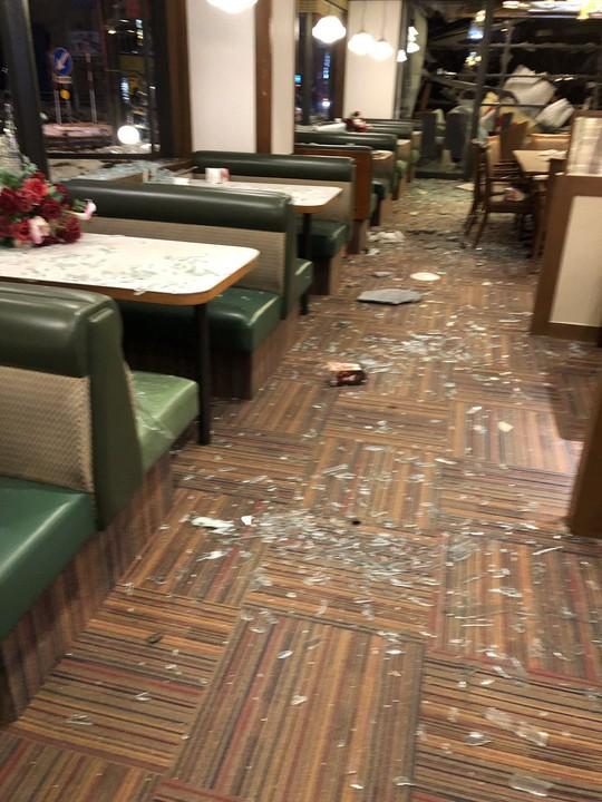 Hàng chục người đang dùng bữa, nhà hàng nổ tan tành - Ảnh 6.
