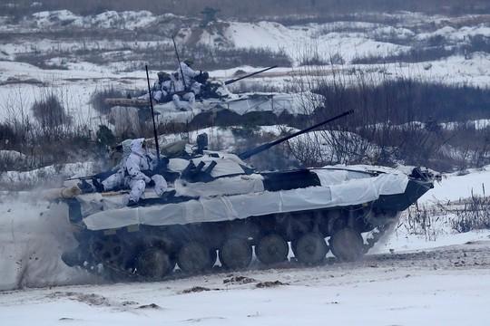 Nga triển khai vĩnh viễn nhiều máy bay chiến đấu đến Crimea - Ảnh 2.