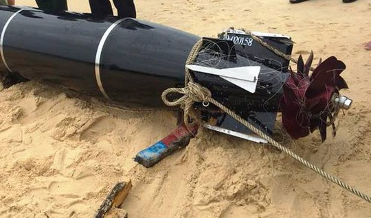 Ngư dân vớt được vật thể lạ có chữ Trung Quốc nghi ngư lôi - Ảnh 3.