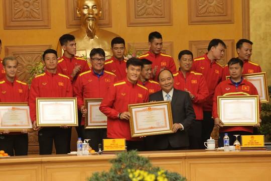Thủ tướng Nguyễn Xuân Phúc: Niềm tin vào đội tuyển Việt Nam rất lớn - Ảnh 4.