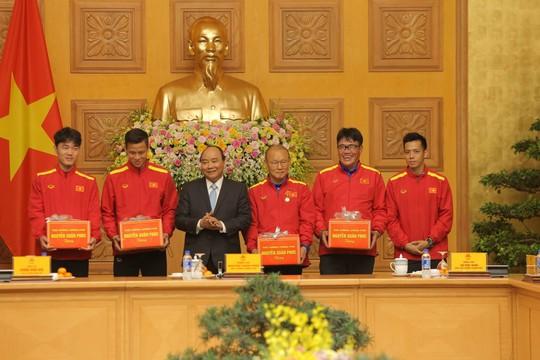 Thủ tướng Nguyễn Xuân Phúc: Niềm tin vào đội tuyển Việt Nam rất lớn - Ảnh 3.