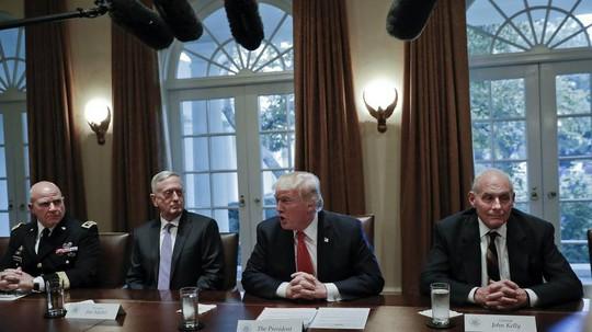 Ông Donald Trump mất vị tướng cuối cùng trong đội ngũ an ninh - Ảnh 1.