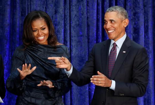 Phu nhân của ông Obama bất ngờ soán ngôi bà Hillary Clinton - Ảnh 1.