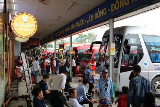 Đông nghẹt người đi nghỉ Tết Dương lịch, nhiều tuyến đường TP HCM kẹt cứng - Ảnh 6.