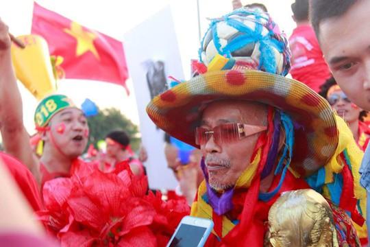 Sân Mỹ Đình nhuộm đỏ, nóng rực trước trận Việt Nam-Philippines - Ảnh 7.