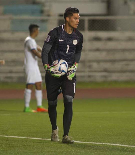 Dư luận Philippines sốc khi thủ môn Falkesgaard phải ngồi dự bị - Ảnh 2.