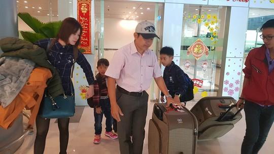 Gia đình xúc động đón cô dâu Việt từ Đài Loan về quê ăn Tết - Ảnh 9.